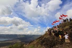 Di Puncak Gunung Batur