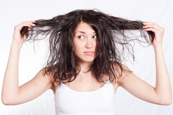 20 Cara Ampuh Mengatasi Rambut Kering Secara Alami