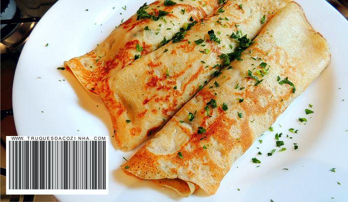 massa de panqueca com queijo parmesão