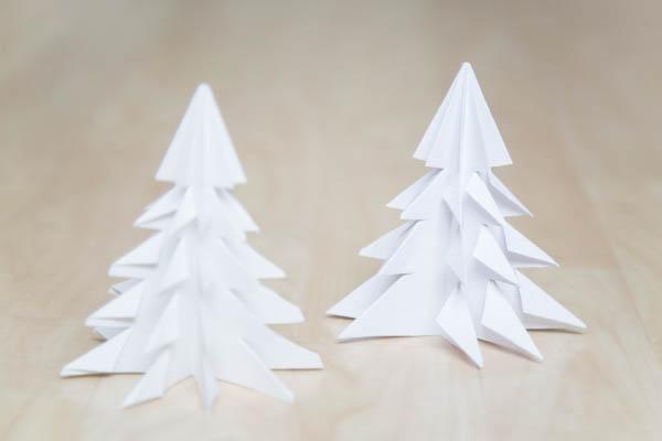 Origamikuusi valkoisesta paperista (A4)