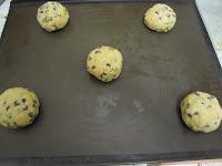 Cookies des rois coeur frangipane à la cacahuète avant cuisson sur plaque