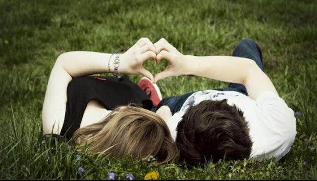 Cara cepat untuk mendapatkan kekasih  Kekasih memang sangat didambakan oleh mereka yang belum mendapatkan kekasih hati, dengan seorang kekasih juga hidup akan terasa lebih indah di bandingkan sebelumnya apalagi jika kita sedang jatuh cinta. Karena saat kita sedang jatuh cinta perasaan kita akan terus bahagia apalgi jika perasaan cinta itu terbalaskan, tapi di samping itu juga sebaliknya jika perasaan cinta yang kita rasakan tidak terbalas rasanya pahit bagai empedu.  Banyak orang bertanya-tanya bagaimana cara mendapatkan kekasih dalam waktu yang singkat dan cepat, ini sangat mudah jika di lingkungan anda banyak lawan jenis dan diantaranya ada yang anda suka. Semua akan terwujud asalkan anda berusaha bersungguh-sungguh dalam hal ini, tidak menunggu lama lagi simak berikut cara cepat untuk mendapatkan kekasih.  Cari gebetan anda  Mungkin hal tersulit untuk sebagian orang adalah mencari target gebetan anda untuk di jadikan seorang kekasih, jika anda sering bergaul dengan banyak orang maka manfaatkanlah situasi itu untuk mendapatkan seorang kekasih, cari dan bidik target anda dan mulailah untuk mendekatinya dengan perlahan.  Untuk mendapatkan seorang kekasih memang banyak cara dan juga rintangan yang mengahadang, tapi di samping itu juga banyak jalan untuk mendapatkan seorang kekasih yang bisa menyayangi anda.  Baik pada semua orang  Jika anda adalah orang yang aktif entah itu di lingkungan kelurga kantor ataupun sekolah maka bersikap dan berprilaku baiklah pada semua orang. Jangan hanya karena anda ingin mendapatkan seorang kekasih saja, karena jika anda melakukan hal tersebut pada semua orang di sekitar anda akan ada banyak hal positif yang anda rasakan.  Diantaranya banyak lawan jenis yang akan tertarik pada anda bahkan berharap menjadi kekasih anda. Bukan hanya itu teman anda juga akan merekomendasikan anda untuk mereka yang sedang mencari kekasih yang baik seperti diri anda.  Percaya diri  Buat diri anda percaya diri jika anda ingin serius mendapatkan seorang kekas