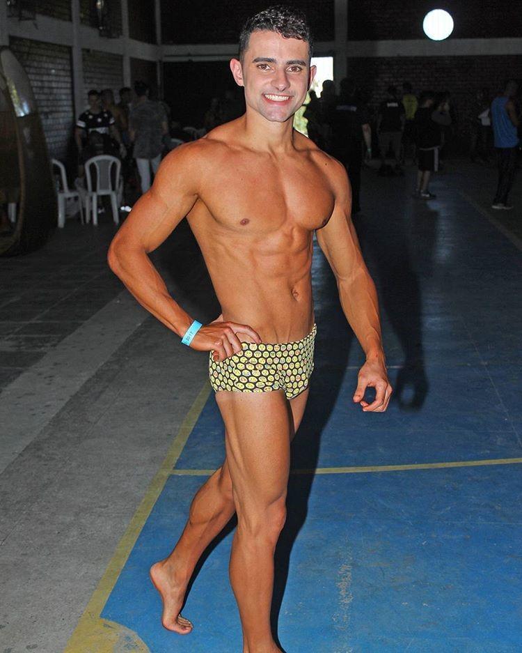 Ramon Cabral mostra o corpo sarado nos bastidores da competição. Foto: Rodrigo Pereira/Fotografia no Ângulo