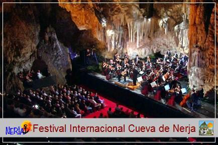 El festival Internacional de Música y Danza se celebra dentro de la cueva de Nerja desde 1960, año en que se representó El lago de los cisnes