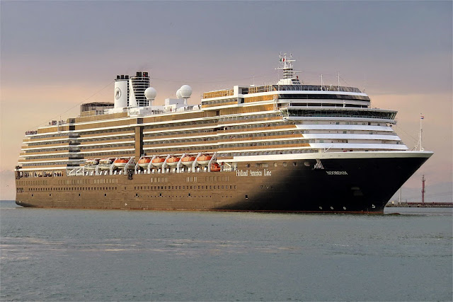Noordam cruise ship, IMO 9230115, port of Livorno