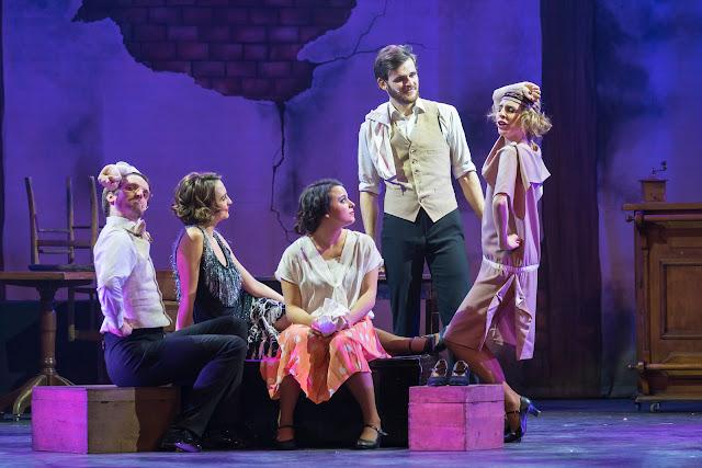 Comédie Musicale La Boule Rouge Théâtre des variétés Paris spectacle musical