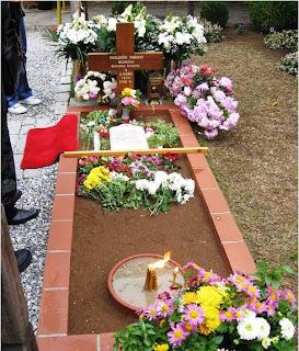 Mormantul Cuviosului Paisie Aghioritul, din curtea Manastirii Sf. Ioan Teologul - Souroti, Tesalonic