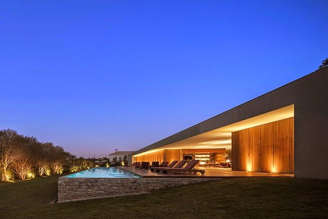 Casa minimalista en brasil minimalistas 2015 for Casa minimalista 4 5x15