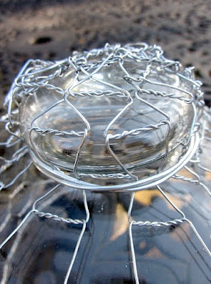 Wrapped knob of glass cloche