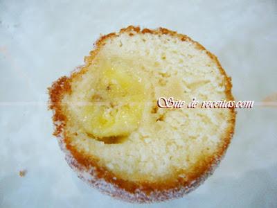 Bolinho de chuva crocante com banana