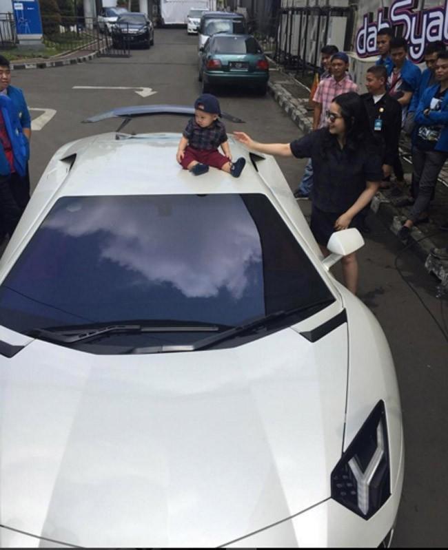 20.Raffi Ahmad - Lamborghini Aventador