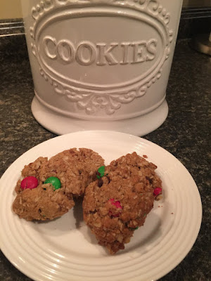 Flourless Monster Cookies: Peanut butter, oatmeal, chocolate chip and m&M