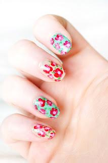 3 easy steps to floral fingernail art