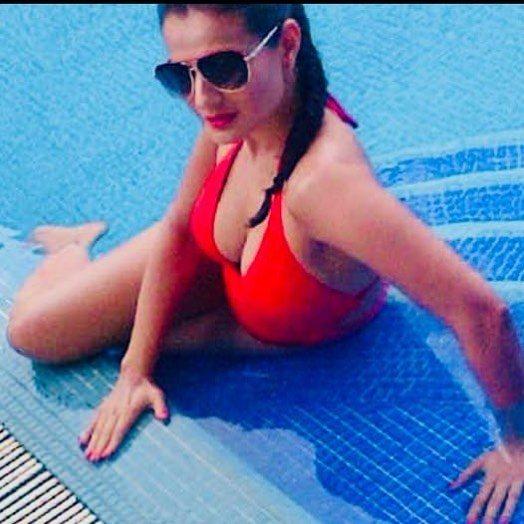 Ameesha Patel Sexy Bikini Photos