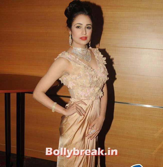 Yuvika Choudhary, Yuvika Choudhary at Femina Sparkle Fest 2014 Fashion Show