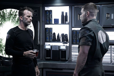 Image of Thomas Jane and Wes Chatham in The Expanse Season 2 (51)