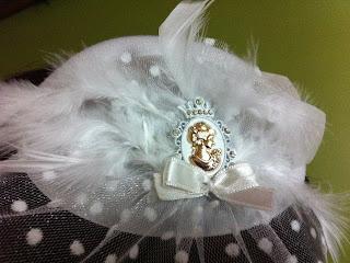 beyaz nikah şapkası dore altın rengi cameo aksesuar