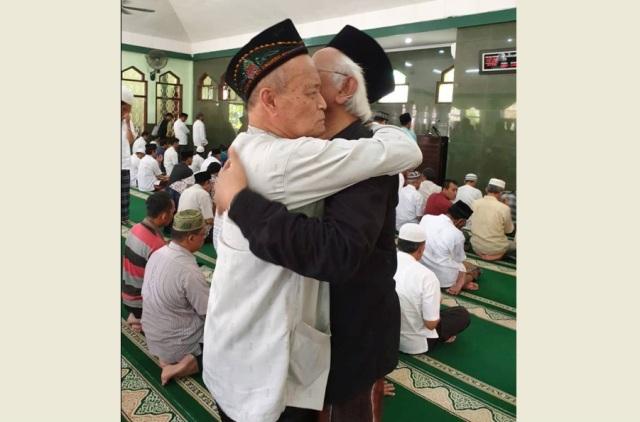 Buya Syafi'i dan Gus Mus, Guru Bangsa Teladan Kaum Muda