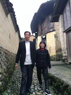 Sangat Mencintai Istrinya, Milyuner Ini Rela Hidup di Desa dan Meninggalkan Kekayaannya, Seperti Inilah Kisahnya