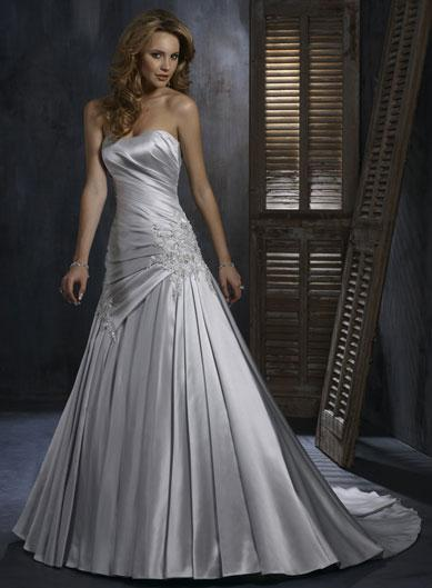 A Wedding Addict: Silver Wedding Dress with Soft Sweetheart