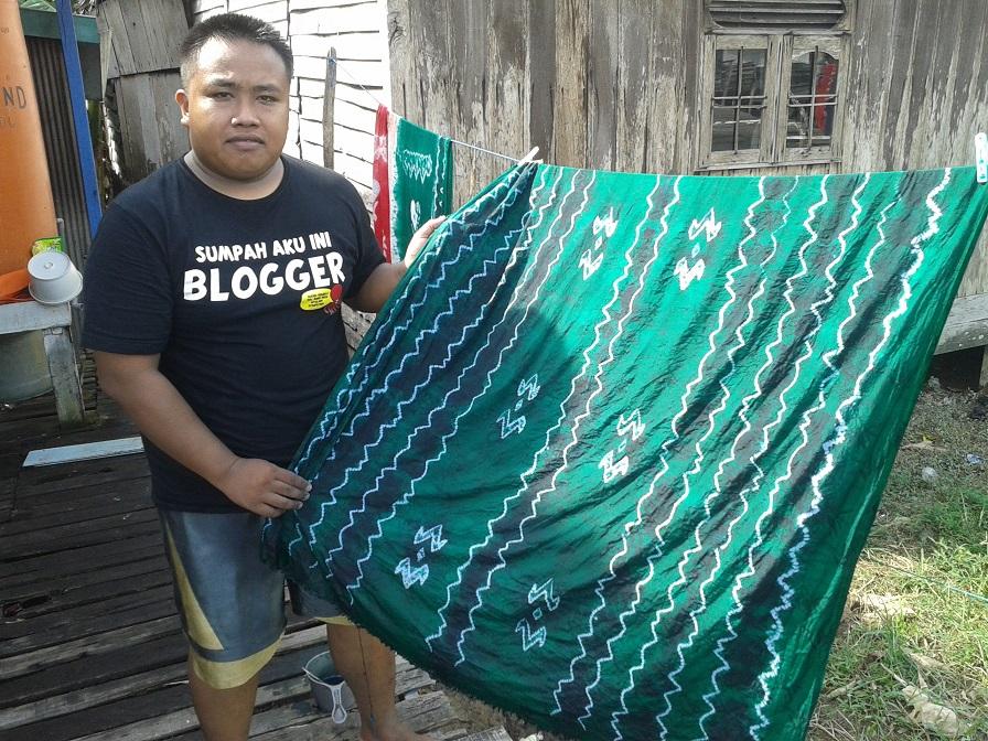 Hasil membuat kain Sasirangan khas Kalimantan Selatan