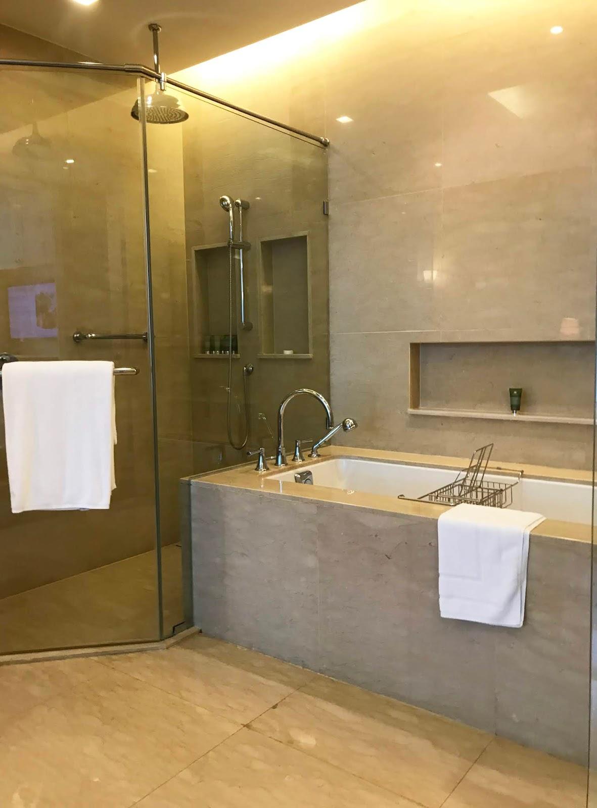 Oriental Residence Bangkok bathroom