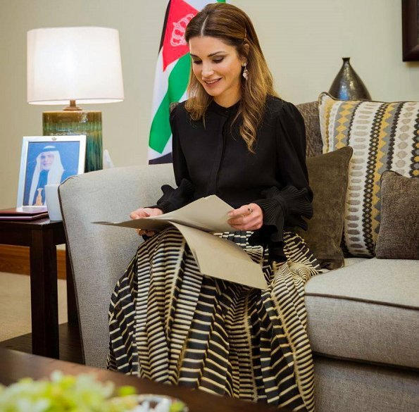 Queen Rania wore Dior Skirt from Resort 2018 Collection and she wore DIOR D-Choc Pumps, carried LOUIS VUITTON bag. Crown Prince Hüseyin