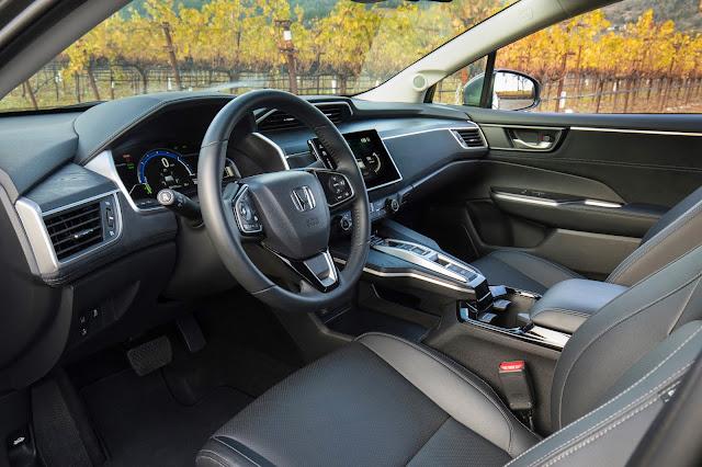 Interior view of 2018 Honda Clarity Plug-In