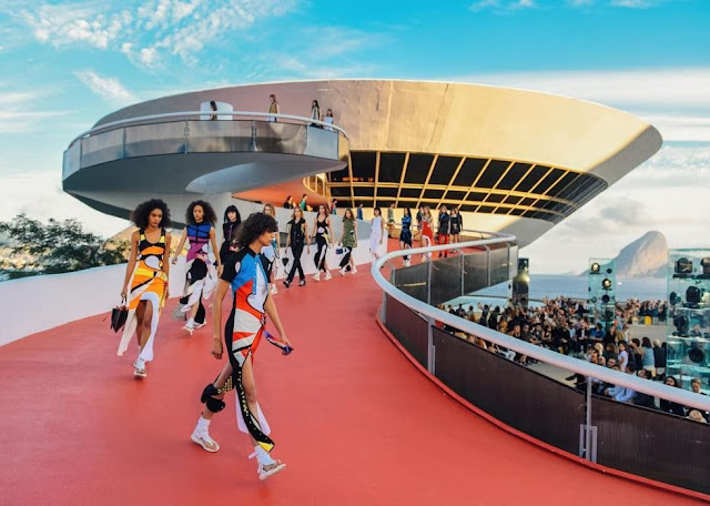 Louis Vuitton Cruise 2017 Runway & Bags Report