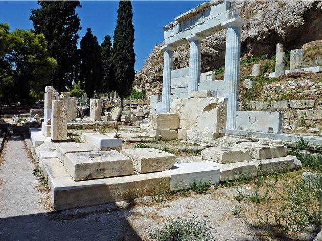 Εννέα αριστουργήματα από το Μουσείο Ακρόπολης, αφιερώματα στο ιερό του Ασκληπιού