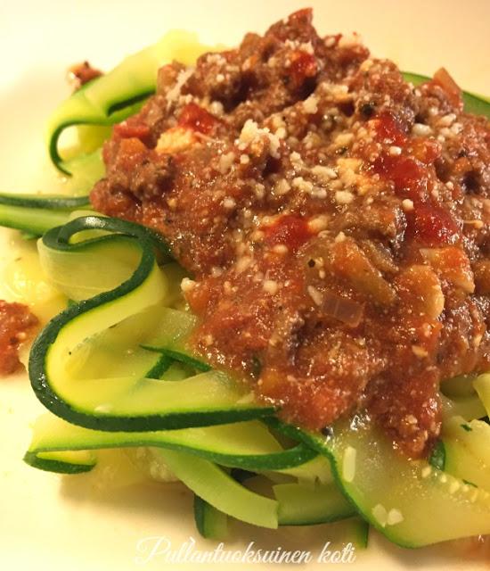#kesäkurpitsapasta #zucchini #zucchinipasta #bolognese #pastabolognese #italianfood
