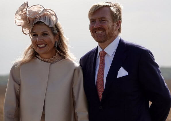 King's Commissioner, Mrs. Jetta Klijnsma. Queen Maxima wore a blouse and trousers by Natan. Hale Bob dress