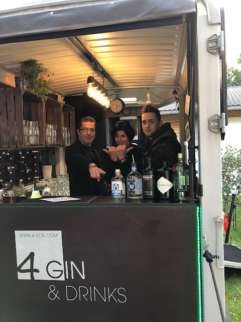 Team Horsebox-Bar, Marcus Herbst, Jonathan Mechsner, Horsebox-Bar, horseboxbar, Bayern, Garmisch-Partenkirchen, Event, mobile Bar, pop-up Bar, rent a bar, Uschi Glas, 4 weddings & events, 4 Gin & drinks, Hochzeitsbar, Event-Bar, Highlight für Events, Barhänger