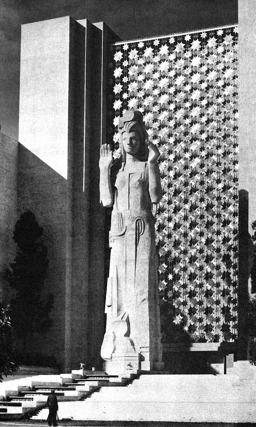 a photograph of a giant statue with a starburst screen at the 1939 Worlds Fair in San Fancisco
