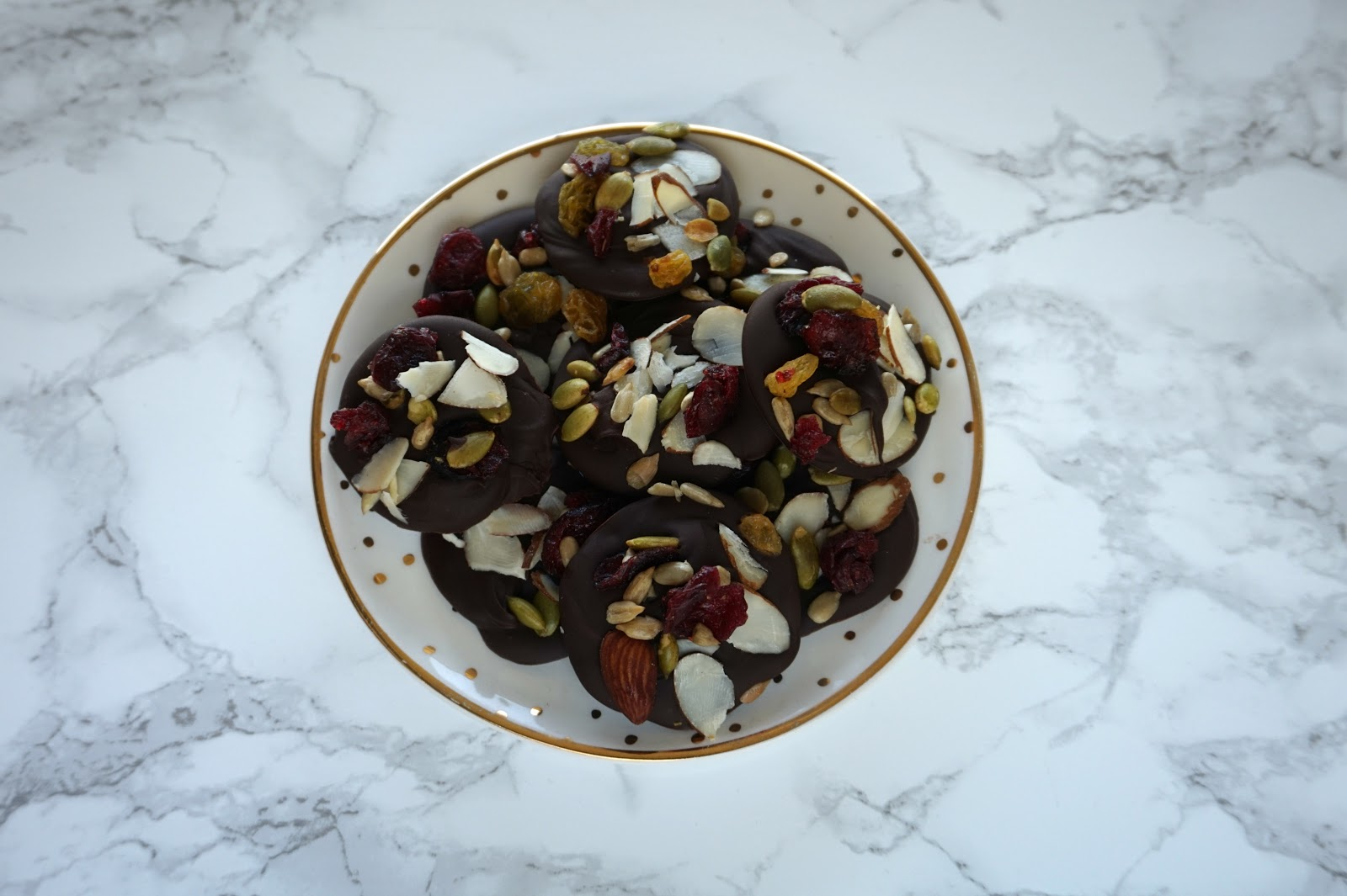 Easy & Healthy Dark Chocolate Bites // Dark Chocolate Bites With Nuts & Fruit // Easy & Healthy Sweet Treat   beautywithlily.com