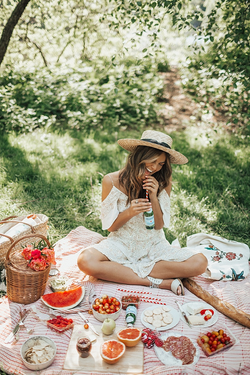 Daily Inspiration Summertime Bouquet Picnic In Central Park More Cool Chic Style Fashion