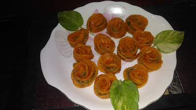 ROSE SHAPED VEG MOMOS