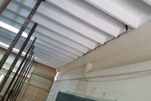 """No CEM 01 """"colégio Centrão"""", teto ameaça desabar em cima de alunos"""