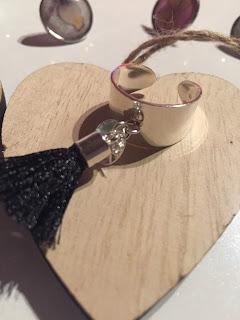 Bague bijoux pampille pompon noir