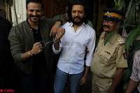 Vivek Oberoi and Riteish Deshmukh Promoting Their movie Bank Chor~  Exclusive 23.JPG