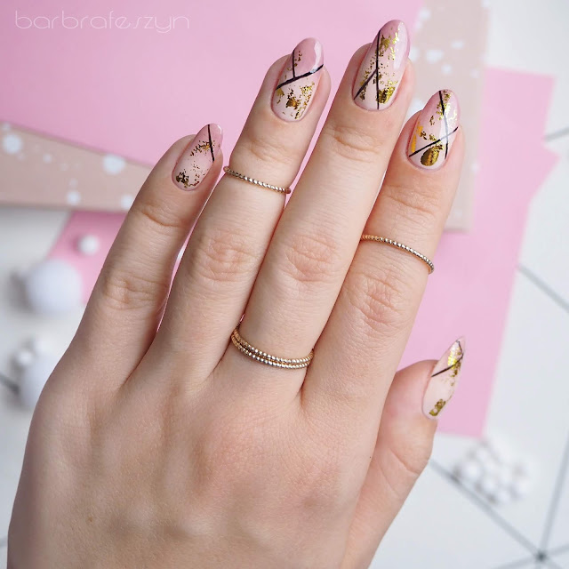 nails with transfer foil