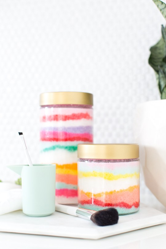 http://sugarandcloth.com/2015/07/diy-sugar-scrub-sand-art/