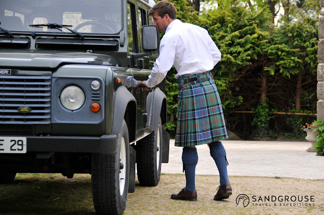 4x4-ecosse, 4x4-scotland, land-rover-ecosse, defender-ecosse, defender-scotland, land-rover-scotland, vaches-highland, vache-ecossaise, highlands-ecosse, blog-ecosse, highland-cow, cow-scotland, tweed, ecosse-luxe, luxury-scotland, tweed-scotland, tweed-ecosse, sandgrouse-travel, kilt-ecosse, kilt-scotland