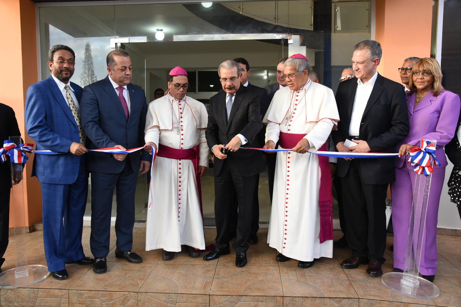 VIDEO: Danilo Medina inaugura nuevo edificio de oficinas del obispado de San Pedro de Macorís