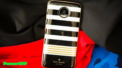 Ponsel ini terlihat menyerupai telanjang tanpa Mods  Review Motorola Moto Z : Kelebihan Dan Kekurangan