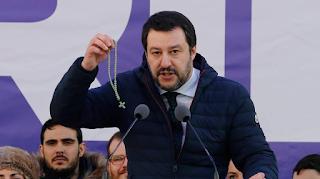 Με συνοπτικές διαδικασίες ο Μ.Σαλβίνι πέταξε εκτός χώρας ιμάμη: «Πήγαινε σπίτι σου»