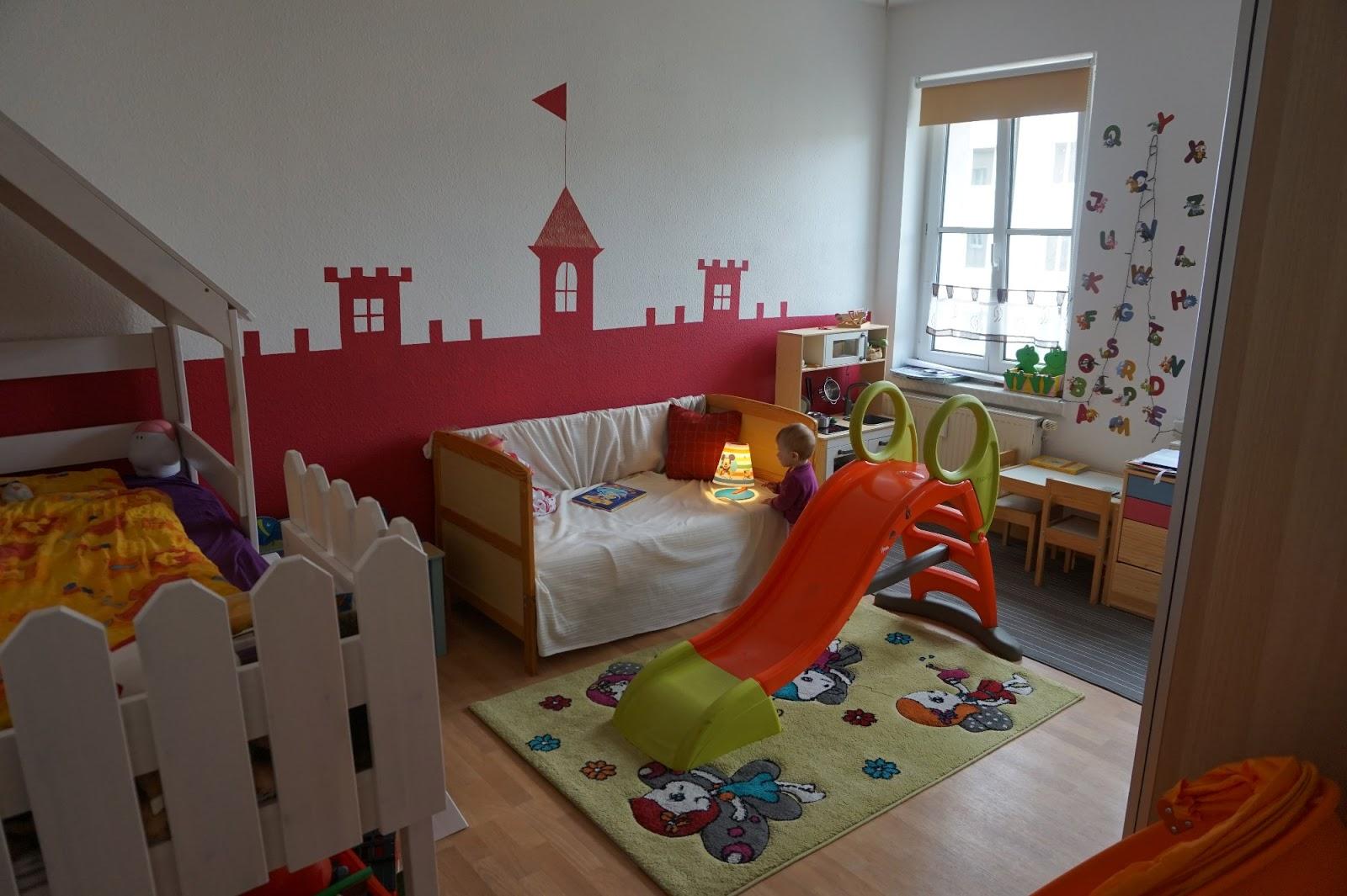 verflixter alltag wirbelwinds neugestaltetes kinderzimmer eine pinke schloss wand dekoration. Black Bedroom Furniture Sets. Home Design Ideas