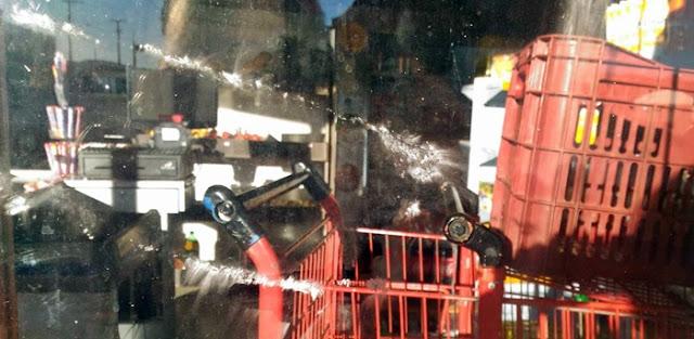 Roncador: Ladrões tentam arrombar porta de mercado com tijolo