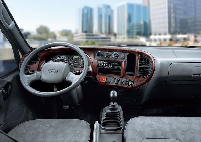 Nội thất trang nhã và đầy đủ tiện ích là điểm mạnh của dòng xe HD120s này