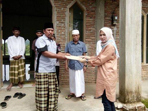 Andi Ichi Serahkan Bantuan ke Masjid di Songka